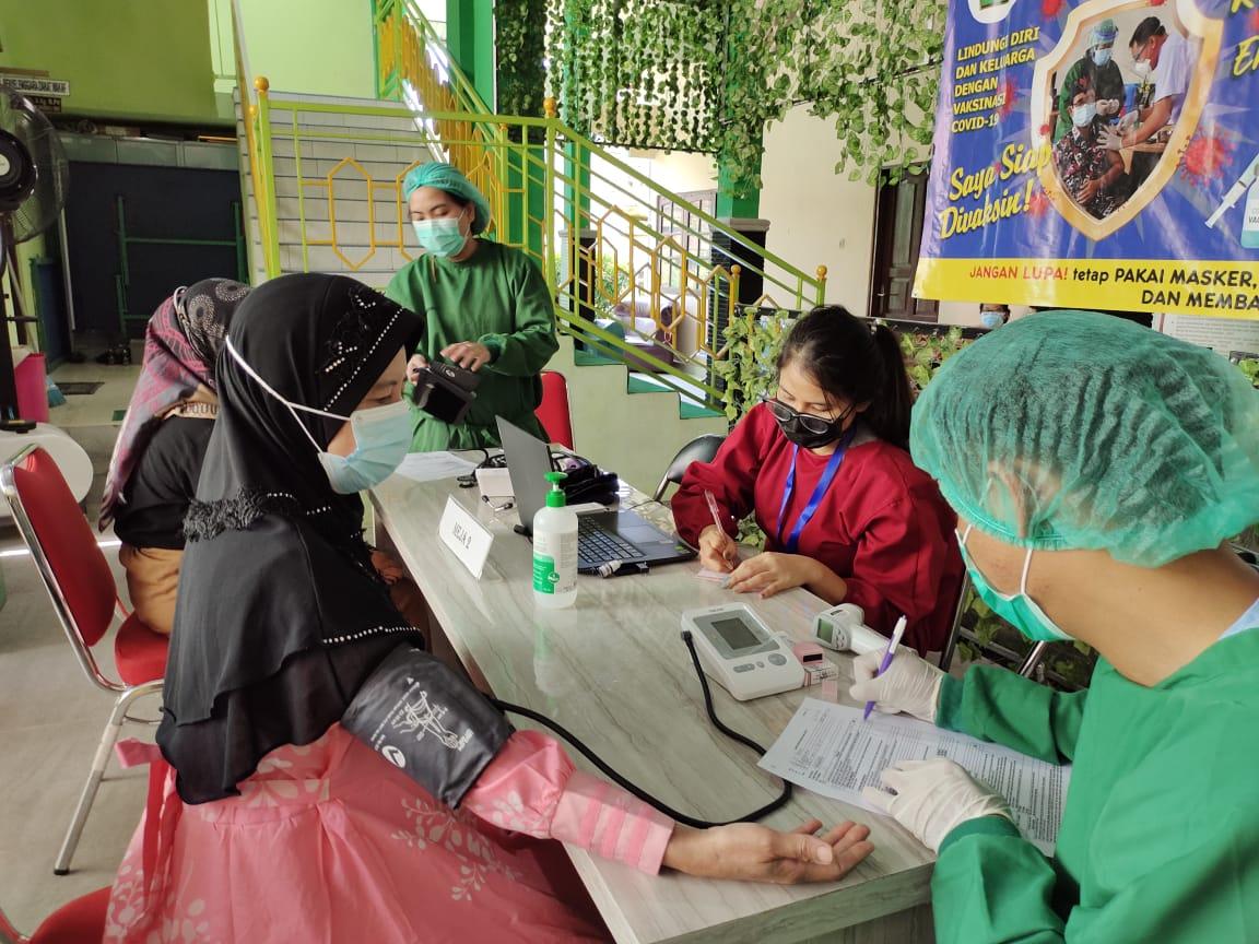 Terima Vaksin Covid 19 Dosis Kedua, MTsN 2 Kota Palangka ...