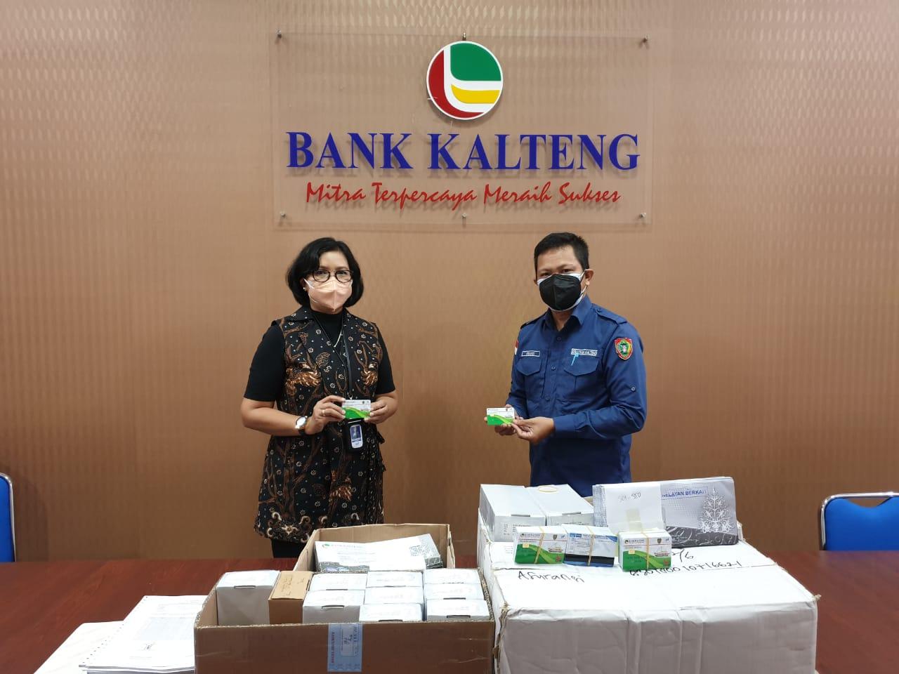 Serah Terima Kartu ATM  Nelayan Berkah