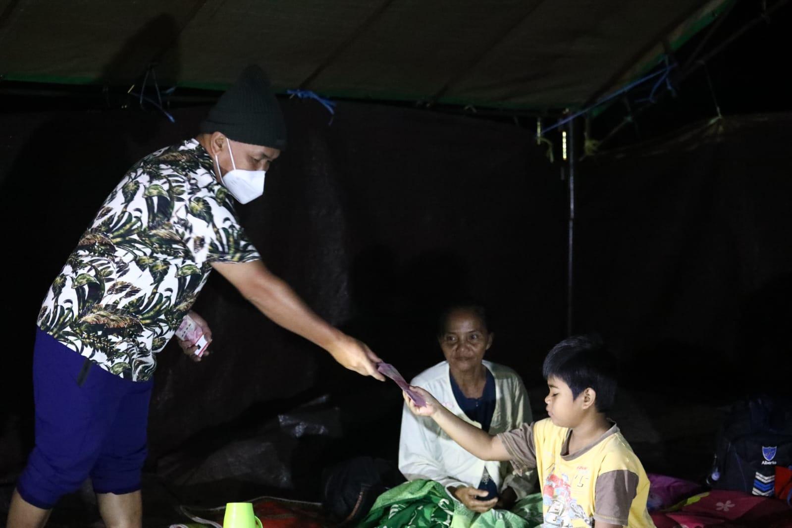 Gubernur Kalteng Kunjungi Posko Pengungsian Banjir di Katingan