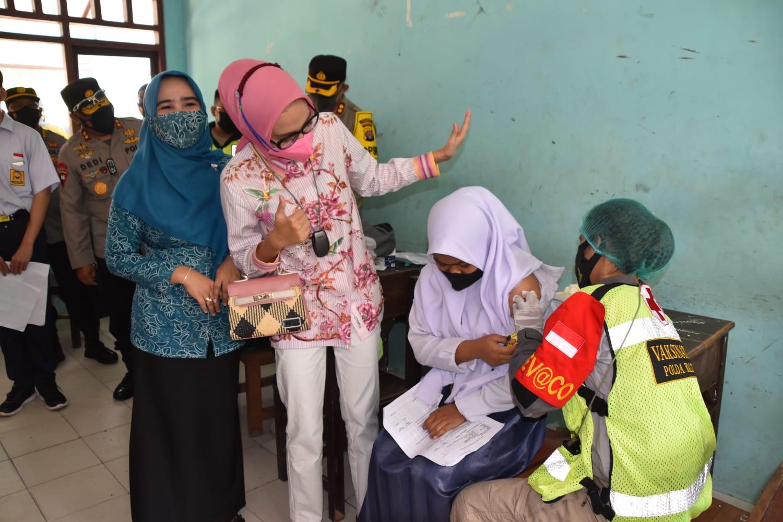 Tinjau Vaksinasi Pelajar di Pangkalan Banteng, Gubernur Kalteng Tekankan Percepatan Vaksinasi