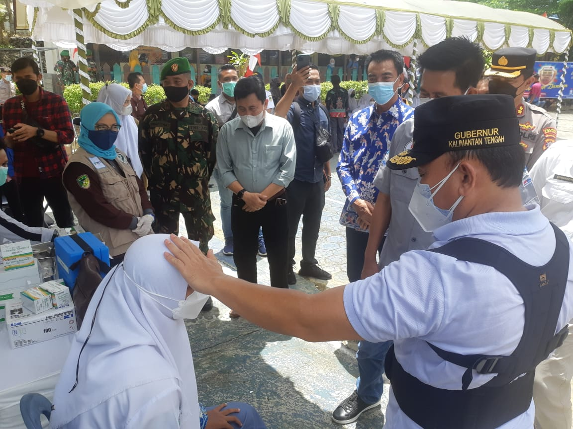 Kebut Vaksinasi Covid-19, Gubernur Kalteng Tinjau Pencanangan Vaksinasi Pelajar di Barito Utara